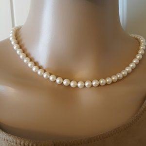 "1989 Vintage 17"" Pearl Necklace 14kt Clasp"